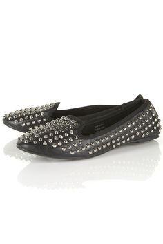 Diez sandalias planas para pisar fuerte este verano