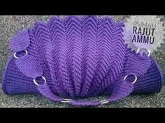Marvelous Crochet A Shell Stitch Purse Bag Ideas. Wonderful Crochet A Shell Stitch Purse Bag Ideas. Crochet Doily Rug, Crochet Shell Stitch, Crochet Tote, Crochet Handbags, Crochet Purses, Love Crochet, Crochet Gifts, Crochet Purse Patterns, Crochet Videos