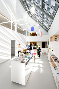Renewed House of Mondrian. Tinker created the multimedia concept and a new design for the interior that refers to his entire oeuvre. Photography (c) Mike Bink.