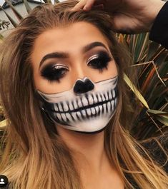 "🖤anastasiabeverlyhills sultry palette cyborg sla, hair"" – Fashion and Lifestyle Halloween Tags, Halloween Makeup Looks, Creepy Halloween, Skeleton Halloween Costume, Happy Halloween, Half Skull Makeup, Halloween Skull Makeup, Half Skeleton Makeup, Haloween Makeup"
