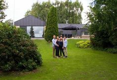 En forvandlet villa fra 1974 beliggende i Herning Danish House, Facade House, House Facades, Bungalow, Gazebo, Golf Courses, Dolores Park, Villa, Outdoor Structures