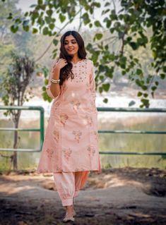 Pakistani Fashion Party Wear, Pakistani Dress Design, Punjabi Fashion, Party Wear Maxi Dresses, Stylish Kurtis Design, Salwar Kameez, Kurta Lehenga, Churidar, Beautiful Pakistani Dresses
