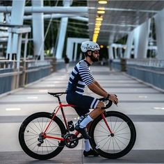 "Gefällt 1,508 Mal, 13 Kommentare - Best Cycling Kits (@bestcyclingkits) auf Instagram: ""Breton style ⚓️ by @caspcycling  @cyclebro ✌ #bestcyclingkits  #kitdoping #kitfit #stripes…"""