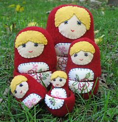 Lovely felted nesting doll set. Love the blend of crimson bodies and blonde hair. #Russian #nesting #dolls #matryoshka #Russia #felt #felting #crafts #sewing