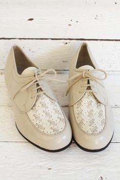 I really love these vintage granny shoes. Never worn and perfect quality! www.sugarsugar.nl