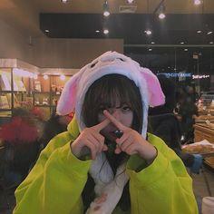 Ulzzang Korean Girl, Cute Korean Girl, Asian Girl, Korean Aesthetic, Aesthetic Girl, Korean Beauty Girls, Foto Instagram, Cute Girl Face, How To Pose