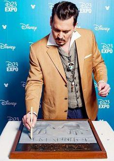 Expo Disney, Johnny Depp Pictures, Jonny Deep, Hot Actors, Nicole Kidman, Marvel Dc Comics, Tim Burton, Favorite Person, Celebrity Crush
