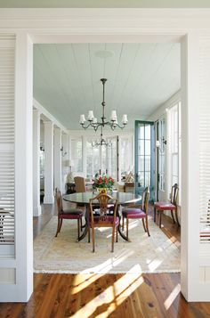 Dinning room in home on Spring Island, S. Photographed by Richard Leo Johnson. Beautiful Dining Rooms, Beautiful Homes, Low Country Homes, Historical Concepts, Home Decor Inspiration, Decor Ideas, Plank Walls, Coastal Homes, Fine Dining