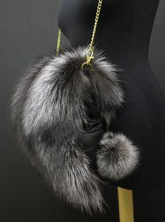 Kožešinové rukávníky neboli štucle v módním provedení Pearl Necklace, Pearls, Chain, Jewelry, Fashion, String Of Pearls, Moda, Jewlery, Jewerly