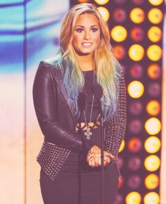 Demi Lovato~Love this whole outfit! And her hair! <3