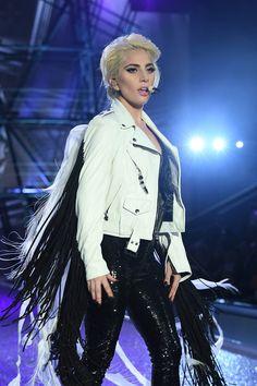 lady-gaga-victoria-secret-fashion-show-2016-tom-lorenzo-site-9