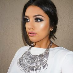 Dramatic lashes statement necklace