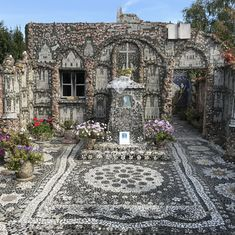 Cemetery Caretaker Raymond Isidore Turned His Cottage into La Maison Picassiette - Artsy Beautiful Space, Beautiful Pictures, Art Brut, Mural Painting, Outdoor Projects, Mosaic Art, Fresco, Les Oeuvres, Photo Art