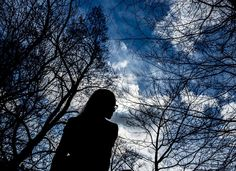 Foto: Karl Vilhjálmsson. Det har varit en lång process för Emma att bygga upp sin självkänsla på nytt. Den som råkar ut för en narcissist bryts ofta ned gradvis och om dessutom släkt och vänner tar narcissistens parti, i ovetskap och oförmåga över att förstå vad som händer då de inte är med, kan följderna vara förödande.