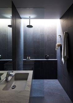 A Boundary to Boundary Row House in Elsternwick Charcoal Bathroom, Oak Bathroom, Tiny House Bathroom, Bathroom Layout, Bathroom Interior Design, Bathroom Things, Small Narrow Bathroom, Mid Century Modern Bathroom, Modern Bathrooms