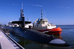 KINGS BAY, Ga. (Aprile 1, 2011) The Ohio-class ballistic missile submarine USS Maryland (SSBN 738) prepares to depart Naval Submarine Base Kings Bay to conduct routine operations. (U.S. Navy photo by Mass Communication Specialist 1st Class James Kimber/Released)