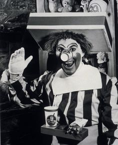 "odditiesoflife: "" The Original Ronald McDonald A frightening sight indeed. This is the original Ronald McDonald for McDonalds restaurants. The wig looks matted and the cup for a nose is an enormous. Rare Historical Photos, Rare Photos, Old Photos, Bizarre Photos, Iconic Photos, Rare Pictures, Tachisme, Ronald Mcdonald, Photo Vintage"