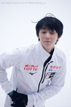 """さきそ on Twitter: """"こんなかわいいことしてた羽生くんも一年前、、😢 #YuzuruHanyu #羽生結弦 #ACI2019… """" Ice Skating, Figure Skating, Olympic Champion, Peach Blossoms, Hanyu Yuzuru, Tokyo Japan, Olympics, Skate, Rain Jacket"""