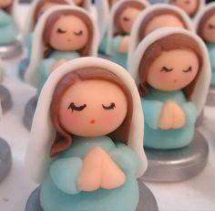 Virgencitas en porcelana fria para el bautismo de Oli