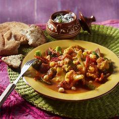 Groentecurry met kikkererwten en raita - Boodschappen Kung Pao Chicken, Broccoli, Healthy Recipes, Healthy Food, Chili, Recipies, Curry, Soup, Meat