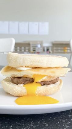 A delicious macro friendly runny yoke breakfast sandwich made in just a few minutes, making it perfect for a weekday morning. Healthy Cooking, Cooking Recipes, Cooking Ideas, Breakfast For Dinner, Breakfast Ideas, Best Breakfast Recipes, Tasty Bites, Food Reviews, Yummy Food