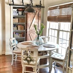 65 Gorgeous Farmhouse Dining Room Table and Decorating Ideas - Homemainly Farmhouse Dining Room Table, Dining Room Table Decor, Rustic Farmhouse Decor, Dining Room Design, Country Decor, Kitchen Decor, White Farmhouse, Estilo Country, Loft