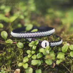 Sami bracelet made of reindeer leather braided by NordavindDesign