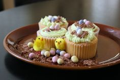 How to: Easter egg cupcake decoration X Easter Cupcakes, Food Inspiration, Easter Eggs, Sweets, Decoration, Desserts, Decor, Tailgate Desserts, Deserts