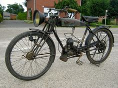 Unique 84 Year Old French Antique Alcyon Motorcycle Motorised Bike, Lowrider Bike, Bicycle Pedals, Motorized Bicycle, Motorcycle Engine, Vintage Iron, Pedal Cars, Bike Parts, Harley Davidson Bikes