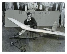 1933 Press Photo Large Model Airplane/ Smallest Gas-Powered Plane.  This is an original press photo. It was constructed by the Bunch Brothers in Las Angeles.Pictured: J.D. Bunch