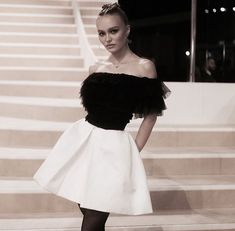 Lily-Rose Depp at Chanel Metiers d'art Show in Paris Lily Rose Depp Style, Lily Rose Melody Depp, Rose Lily, Lily Rose Depp Chanel, Vanessa Paradis, Johnny Depp, Fashion Art, Fashion Show, Ootd Fashion