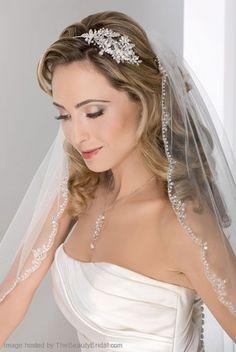 Velo largo para una novia tradicional.