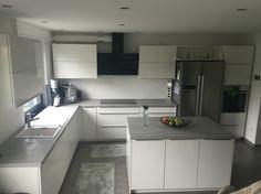 Küche Beton Optik weiß Hochglanz