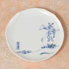 小皿 〈国宝 鳥獣人物戯画〉 扇子うさぎ