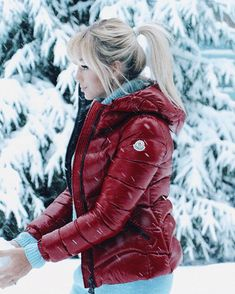 Trendy and cozy red puffer jacket. – Srathardforlife Trendy and cozy red puffer jacket. Trendy and cozy red puffer jacket. Nylons, Moncler Jacket Women, Winter Suit, Winter Coats, Weather Wear, Cold Weather, Outfit Invierno, Sassy Pants, Puffy Jacket