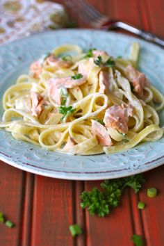 Serve this Sunday dinner recipe for creamy salmon fettuccine when you want to impress those gathered at your table. It& a delight to serve. Salmon Pasta, Salmon Dishes, Fish Dishes, Seafood Dishes, Pasta Dishes, Main Dishes, Salmon Recipes, Fish Recipes, Risotto