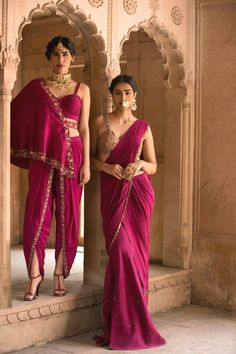 Want to know about quality Designer Saree including things like Elegant Saree also Bollywood saree then you'll like this Press visit link above for more options Sari Hindu, Indian Attire, Indian Wear, Indian Style, Indian Designer Outfits, Designer Dresses, Designer Sarees, India Fashion, Asian Fashion