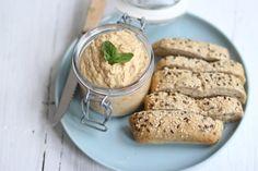 Op zoek naar het recept voor heksenkaas met zongedroogde tomaatjes en basilicum? Lees dan snel verder voor het recept van deze lekkere dip!