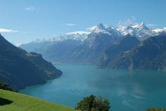 Les plus beaux lacs en Suisse, 7000 lacs, fond étincelant, petits lacs alpins, pierres précieuses, eaux bordées par palmiers, visiter la Sui...