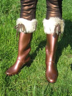 Loving my brown Marc Jacobs rainboots. High Heel Boots, Shoe Boots, High Heels, Shoes, Hunter Boots, My Outfit, Rubber Rain Boots, Marc Jacobs, Legs