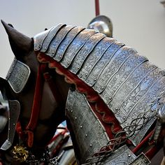 medieval horse armor My knight in shinning armer Medieval Horse, Medieval Armor, Medieval Fantasy, Armadura Medieval, Horse Armor, Arm Armor, Body Armor, Dragon Age, Renaissance