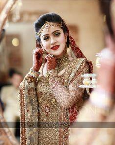 Indian Wedding Bride, Pakistani Wedding Dresses, Desi Wedding, Pakistani Bridal, Pakistani Outfits, Wedding Beauty, Wedding Goals, Indian Weddings, Wedding Wear