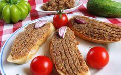 Egyszerű tepertőkrém recept fotóval Grill Pan, Pesto, Dips, Grilling, Sandwiches, Baking, Breakfast, Kitchen, Vaj