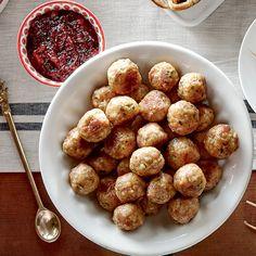 Boulettes de dinde, sauce aux canneberges | recettes.qc.ca Crockpot Recipes, Healthy Recipes, Pretzel Bites, Entrees, Buffet, Appetizers, Pasta, Snacks, Cooking