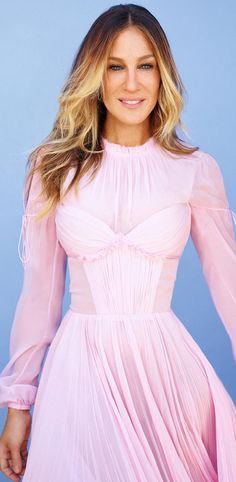 Who made Sarah Jessica Parker's pink pleated chiffon dress?