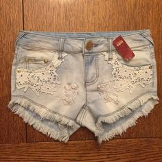 NO BOUNDARIES DEMIN W/ LACE WHOS GOT SHORT SHORTS PRETTY CUTE WHITE LACE POCKETS 72% COTTON 27% POLYESTER  1% SPANDEX BRAND NEW WITH TAGS THANK YOU SO VERY MUCH FOR VISITING MY CLOSET HOPE TO SEE BACK SOON ALLISON:):):):):):):) No Boundaries Jeans