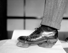 Zapatos que dejan huellas de vaca, usado por destiladores ilegales, 1924. Biblioteca del Congreso
