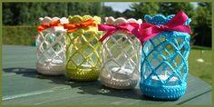 Waxinelichtpotjes! Een beetje van Miss Creatuurtje en een beetje van mij. Crochet Decoration, Crochet Home Decor, Crochet Crafts, Crochet Projects, Diy Crafts, Crochet Wool, Free Crochet, Mason Jar Cozy, Crochet Kitchen