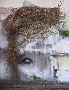 Julie La Rousse se fait des cheveux ! / Street art. / By Andre Muniz Gonzaga.