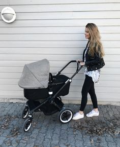 Bugaboo Fox barnevogn Discover the best stroller for your kids Bugaboo Stroller, Bugaboo Donkey, Bugaboo Cameleon, Baby Items List, Baby Items Must Have, Trendy Baby Boy Clothes, Baby Boy Outfits, Baby Massage, Mom And Baby